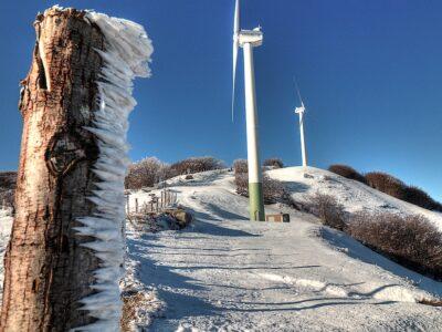 La neve ghiacciata rimasta a Centocroci