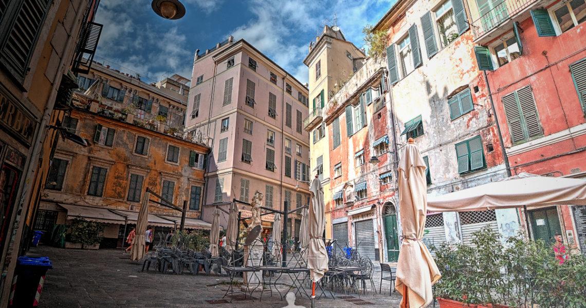 Piazza delle Erbe nei vicoli a Genova