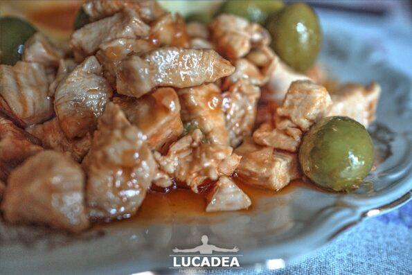 Il pollo in umido con le olive
