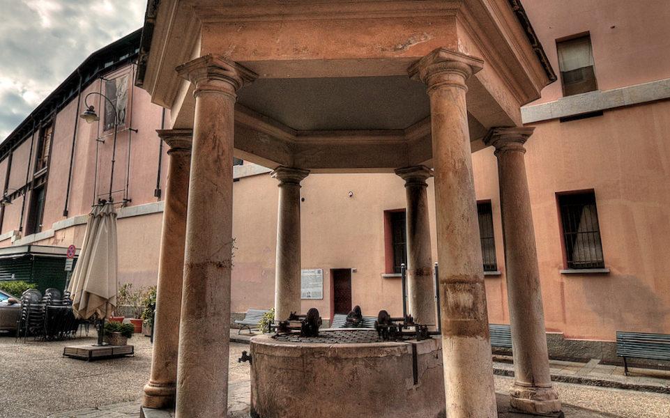 Il Pozzo di Giano in piazza Sarzano a Genova