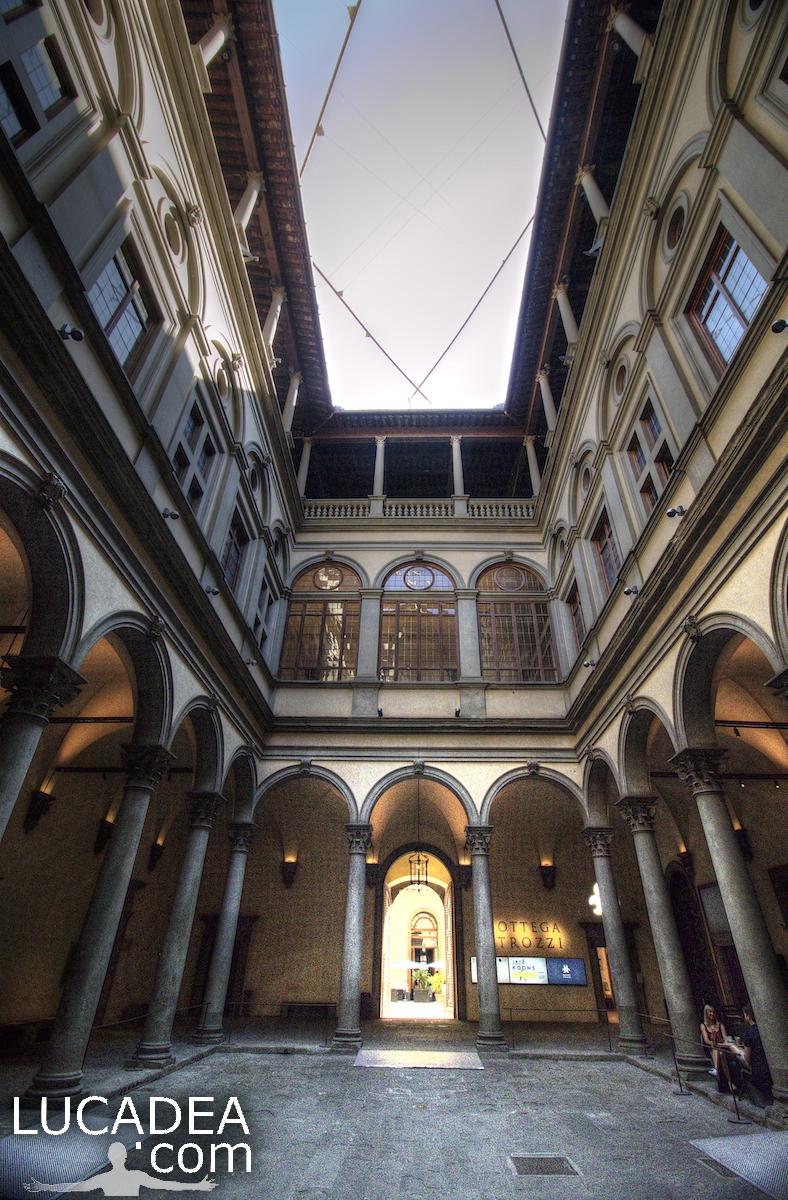 Il cortile di Palazzo Strozzi a Firenze