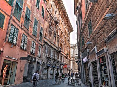 Uno scorcio di via San Vincenzo a Genova