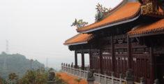 Foto di un grande tempio montano in Taiwan