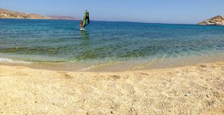 spiaggia kalafatis mykonos